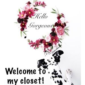Hello gorgeous! Welcome to my closet 🌷